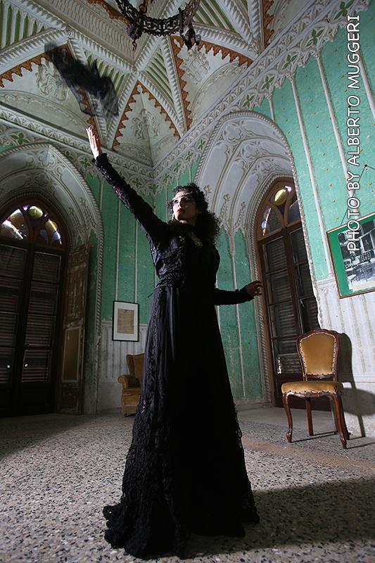 gotico-moda gotica-look gotico - vestito in macramè nero - la camelia collezioni