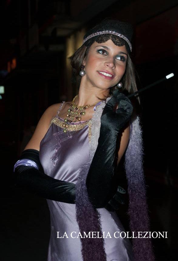 vestiti- anni -20 -30 - vestito lilla e applicazioni con strass & accessori - la camelia collezioni