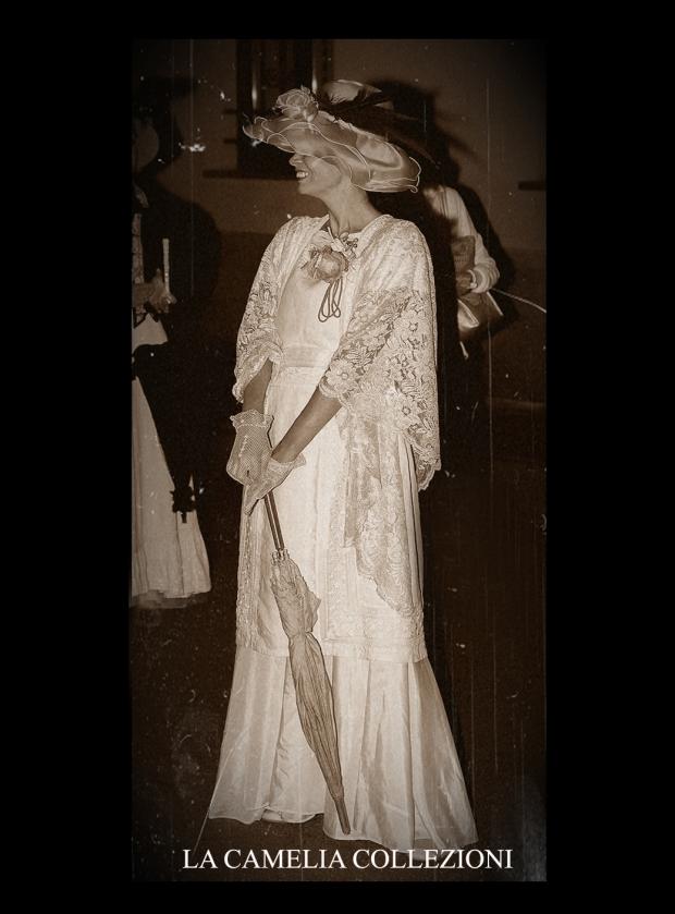 vestito moda belle epoque con cappello fiori e piume - la camelia collezioni
