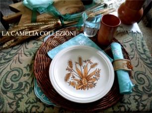 allestimento tavola rustica - tavola di campagna - particolare con sottopiatto - la camelia collezioni