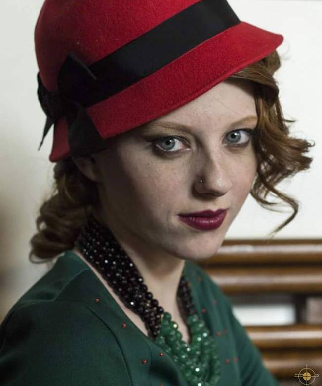 cloche cappello in panno rosso - la camelia collezioni