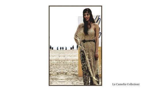 moda anni 70 - con poncho sabbia - la camelia collezioni
