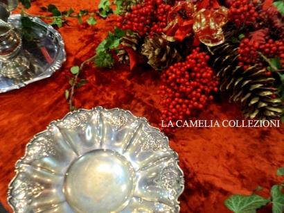 tavola natalizia - allestimento tavola imbandita natalizia con velluto bordeaux - la camelia collezioni