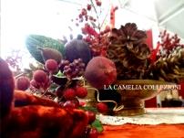 tavola natalizia - allestimento tavola imbandita natalizia con velluto bordeaux- portale con bacche particolare- la camelia collezioni