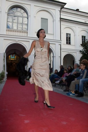 vestito anni 20 30 charleston beige con boa nero - la camelia collezioni