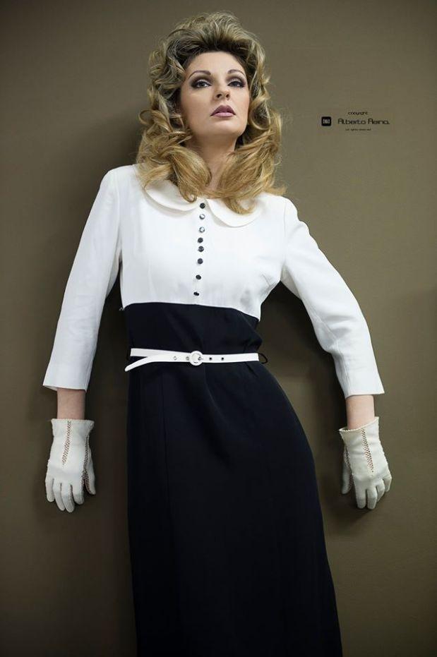 vestiti anni 60 - moda anni 60 - tubino bicolore con manica a tre quarti- la camelia collezioni