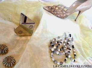 calzature e scarpe d'epoca - tacchi proibiti - scarpa beige - la camelia collezioni
