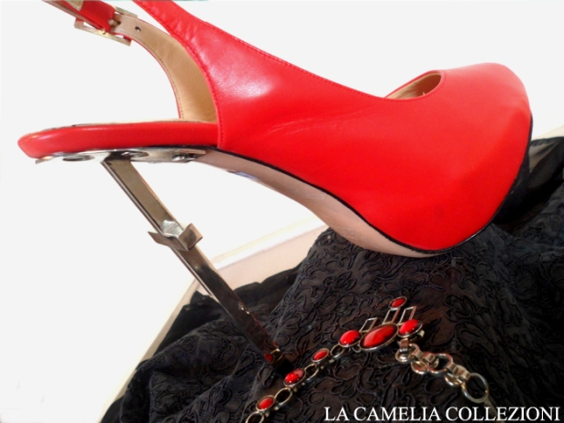 calzature e scarpe d'epoca - tacchi proibiti - scarpa con tacco croce - la camelia collezioni