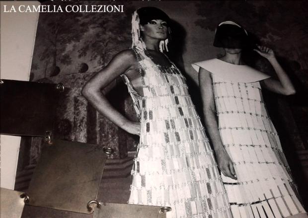 moda futuristica - paco rabanne - piastrine in metallo per abiti futuristici 1 - la camelia collezioni