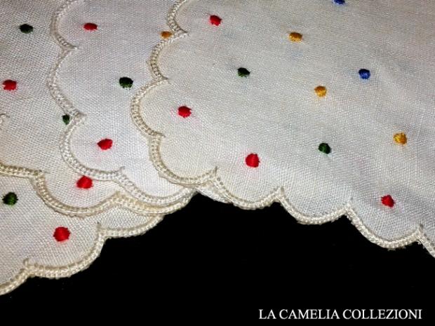 ovaglietta in lino d'olanda o lino forestiero colore bianco con 6 tovagliolini cm 17x17 ricamo plumetì cm 110 x 110 - la camelia collezioni