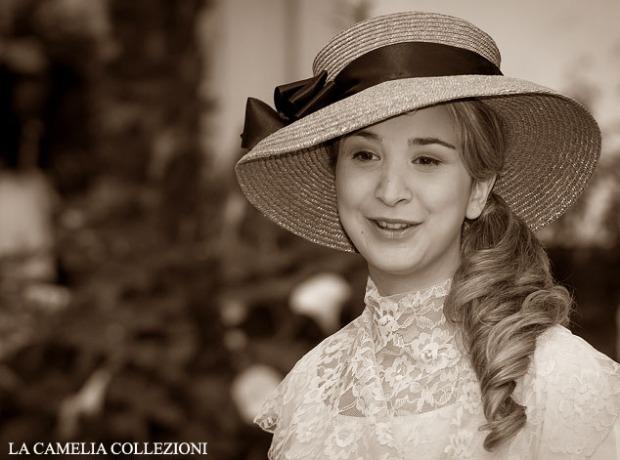 cappello paglia rosa e davantino in pizzo- cappelli belle epoque - la camelia collezioni