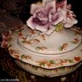 ceramica bassano - cventrotavola con coperchio e rosa - la camelia collezioni