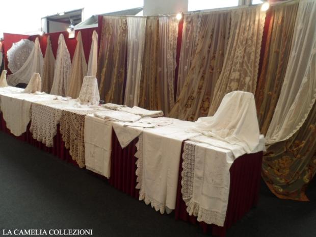 pizzi trine merletti tende antiche tessuti antichi - brocantage - parco esposizioni novegro - marzo 2016 - la camelia collezioni