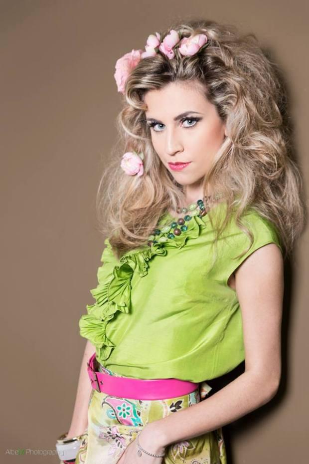 gipsy gitana folk - vestiti stile gpsy - blusa smanicata con rouches verde mela con gonna fantasia in seta - la camelia collezioni
