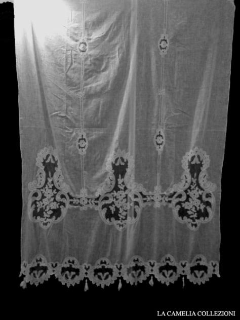 tendaggio provenzale fine 800 in tarlatan con in serti in tulle apliquè cm 140 x 200 - la camelia collezioni