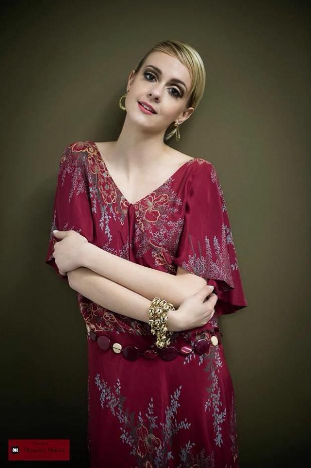 vestiti fiorati - vestito in crepe di seta colore amarena con stampa a fiori e accessori - la camelia collezioni