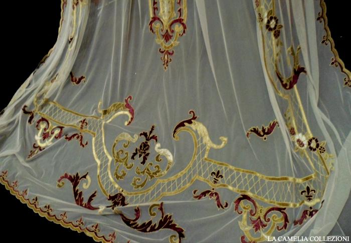 tende in tulle con dettagli in velluto - particolare in oro e bordeaux - 04 - la camelia collezioni
