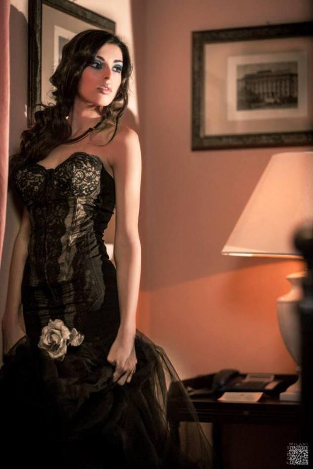 estiti eleganti - vestiti da gran sera - vestiti per party elegante - modellante con dettagli in pizzo e tulle nero - la camelia collezioni