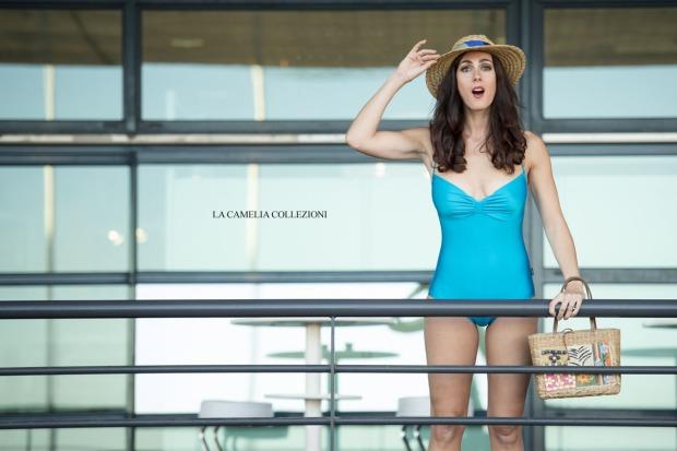 vintage beachwear - celeste con cappello.jpg