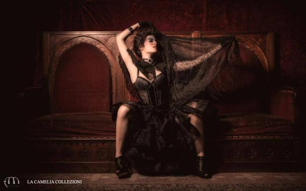 look-gotico-vestiti-gotici-sottogonna-rigido-in-tulle-con-corpetto-e-scialle-con-frangia-la-camelia-collezioni