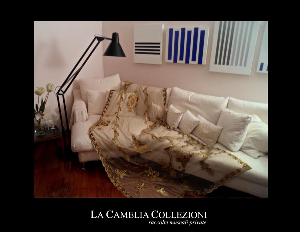 tende-in-tulle-con-applicazioni-velluto-pannello-velluto-oro-la-camelia-collezioni