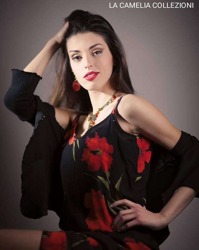 Vestiti fiorati- floral dresses - nero con fiori arancio rossi - la camelia collezioni