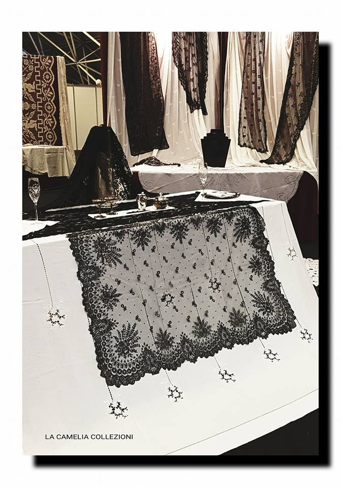 allestimento a tema bianco e nero - la camelia collezioni - fiera bro