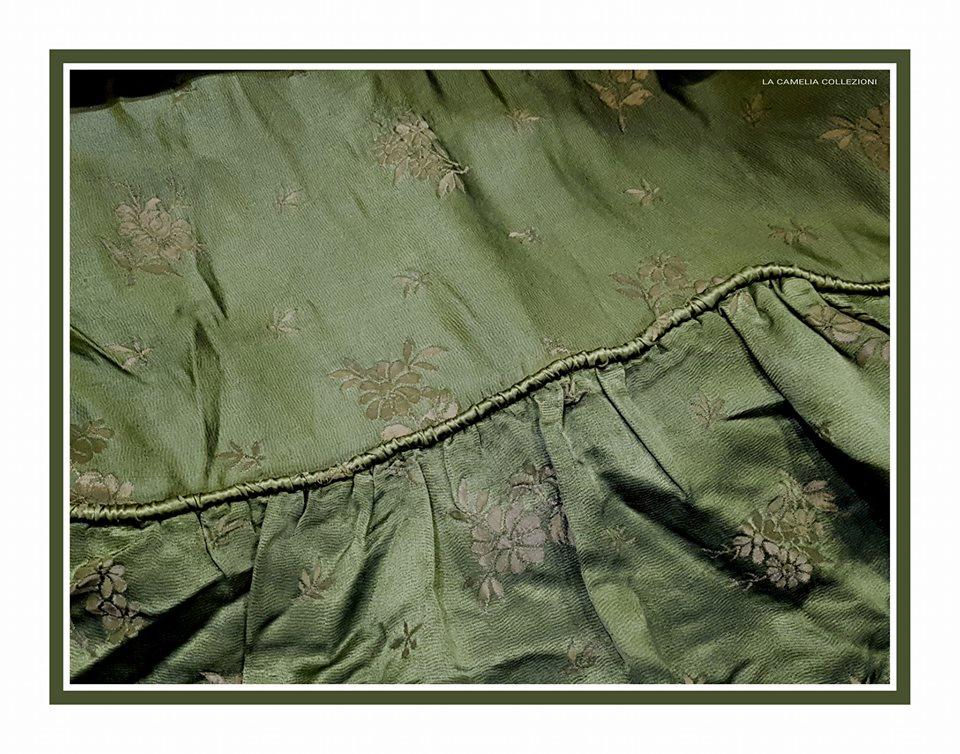 copriletto secolo 900 verde bosco con balza - la camelia collezioni