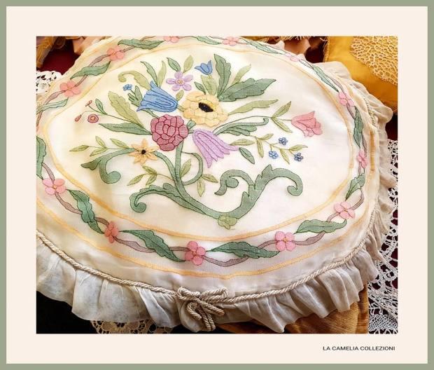 cuscino decorativo liberty in organza - ovale - la camelia collezioni