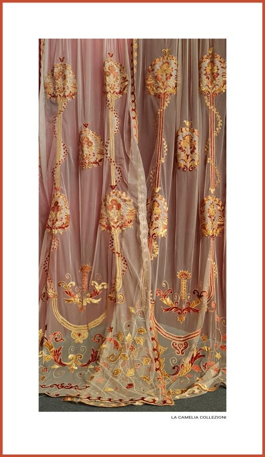 luxury - tende in tulle con applicazioni velluto - color mattone con palla - la camelia collezioni