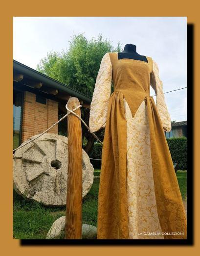 vestiti storici - stile 700 - venezia - color ocra e bianco - la camelia collezioni