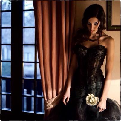 vestito con tulle - vestito con pizzo e tulle - corpetto modellante nero con tulle - la camelia collezioni