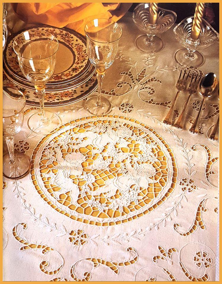 tovaglia antica ricamo intaglio - richeglieau - rodi - la camelia collezioni