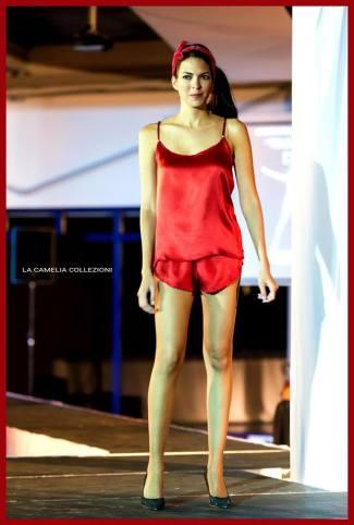 intimo e lingerie in sfilata - rosso di raso - la camelia collezioni