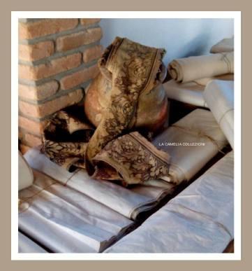 tessuti e bordure antiche e d'epoca per arredo ville - casali - la camelia collezioni
