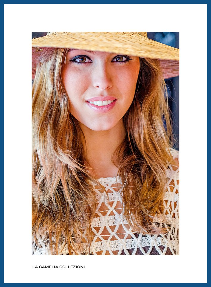 VINTAGE BEACHWEAR - top traforato e cappello di paglia - la camelia collezioni