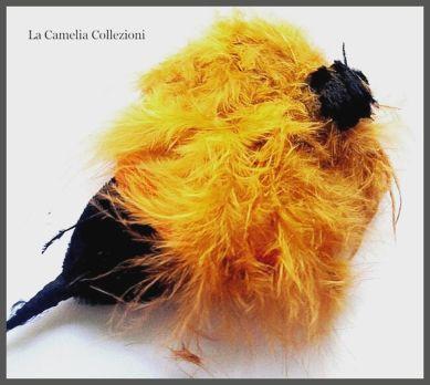 piume ornamentali d'epoca - giallo senape - la camelia collezioni
